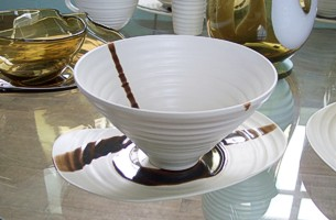 Glass and ceramic tableware by Simon Moore (click on image to go to www.simonmoore.uk.com) - image copyright Roy Riley (www.royriley.co.uk)